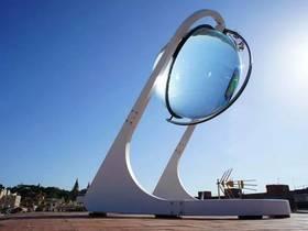 新型太阳能发电装置——若家里阳台也装这么个玻璃球,是不是不用交电费了?